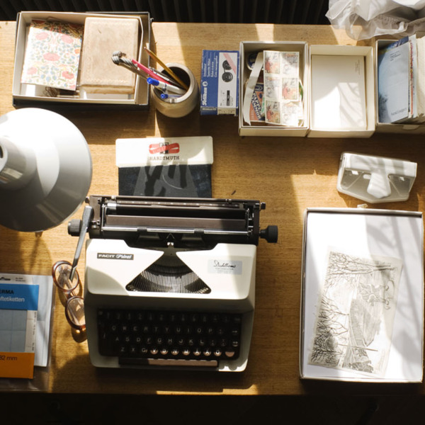 Astrid Lindgren_s desk with her typewriter, letters and manuscripts. © National Library of Sweden