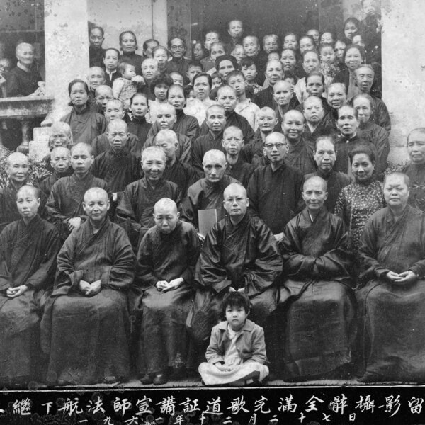 Group photo after lecture on Buddhism (1). © Association of Piety and Longevity Kong Tac Lam